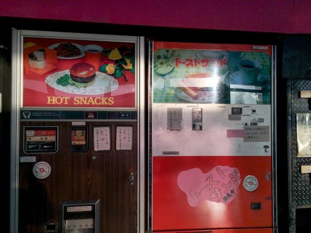 行田・鉄剣タローハンバーガー自販機