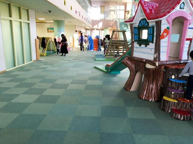 上尾市児童館こどもの城の通路