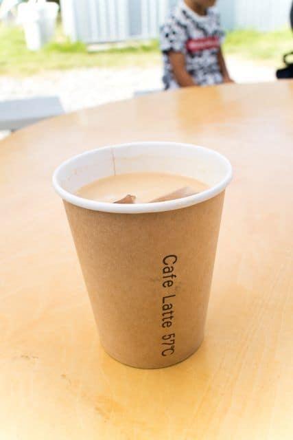 コーヒーと日常2017「Cafe latte 57℃」のアイスカフェラテ