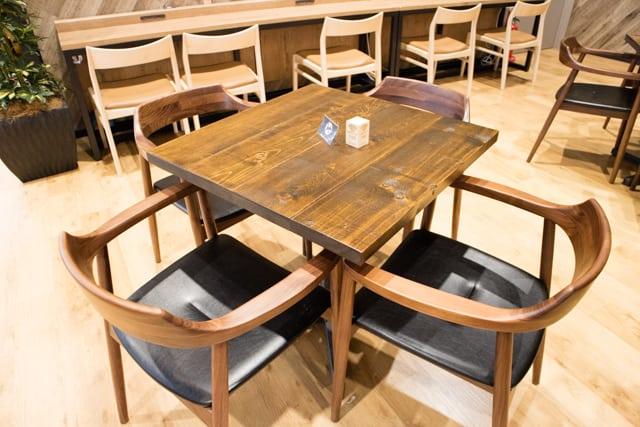 カインズ川島インター店カフェブリッコのテーブル