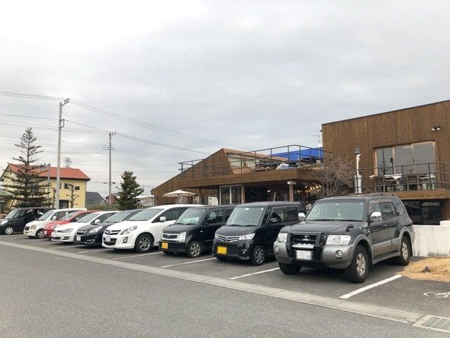熊谷・パブリックダイナー駐車場