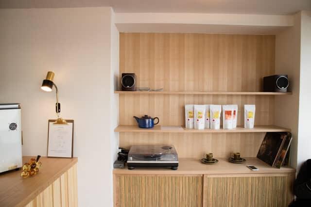 熊谷カフェ・コンサイエンスの棚(オープン日)