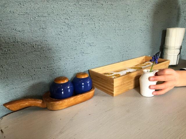 東松山13食堂 テーブル