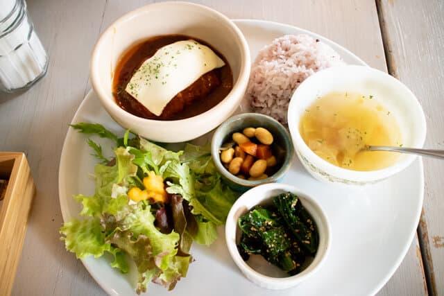 東松山13食堂 ランチ煮込みハンバーグ