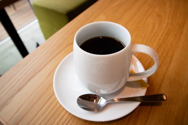 菊寿童のカフェザシェードツリーのコーヒー