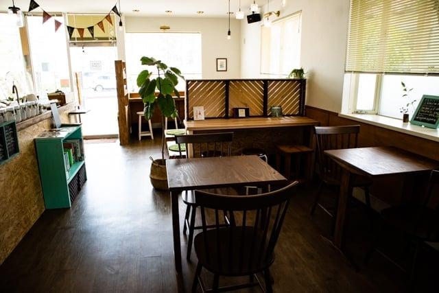 熊谷ヒキカフェの店内