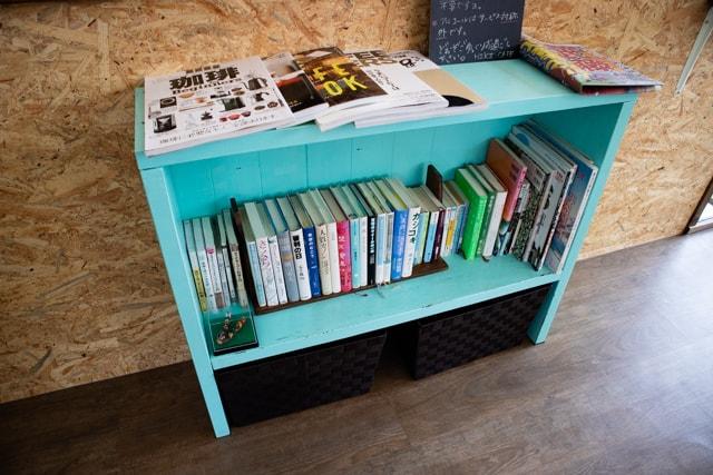 熊谷ヒキカフェの本棚