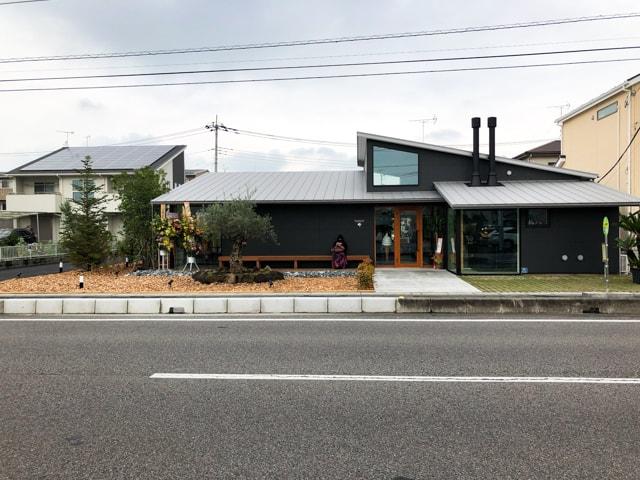 菊寿童のカフェザシェードツリー外観