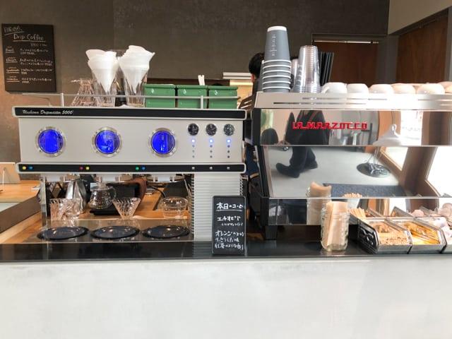 菊寿童のカフェザシェードツリーコーヒーマシン