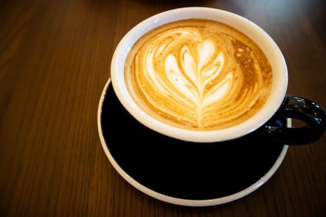 熊谷・COFFEE TRIPS(コーヒートリップス)のカフェラテ