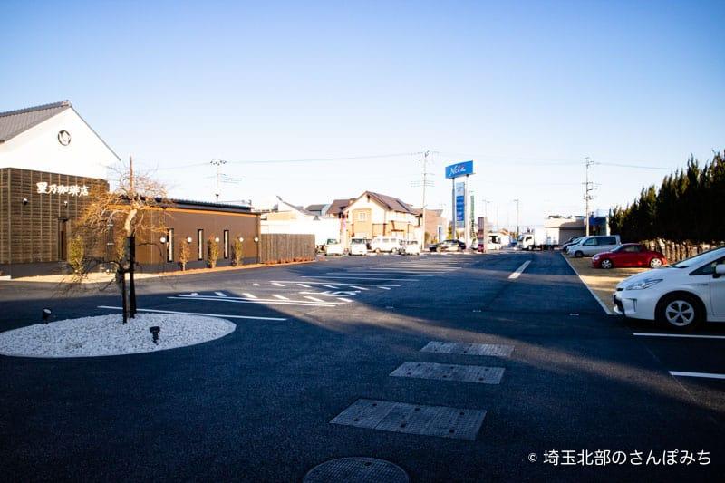 星乃珈琲熊谷店駐車場