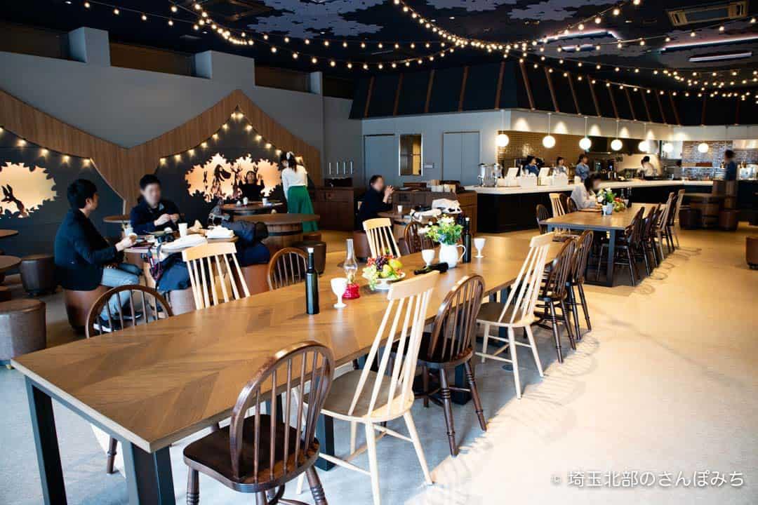 ムーミン谷の食堂全体