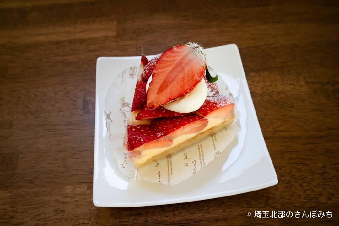 鴻巣ケーキ屋ククのとちおとめ苺のタルトアップ