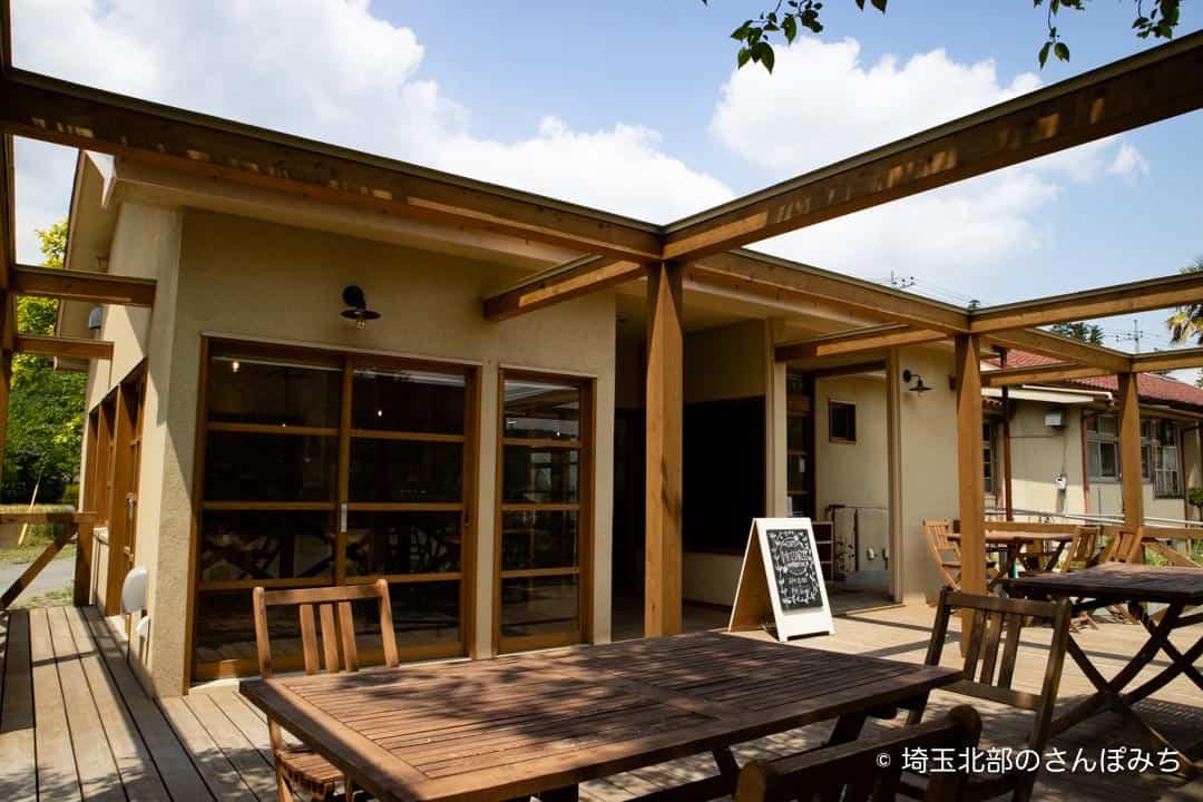 小川町下里分校カフェモザートのテラス