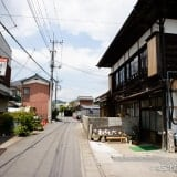 小川町わらしべ外観と道路
