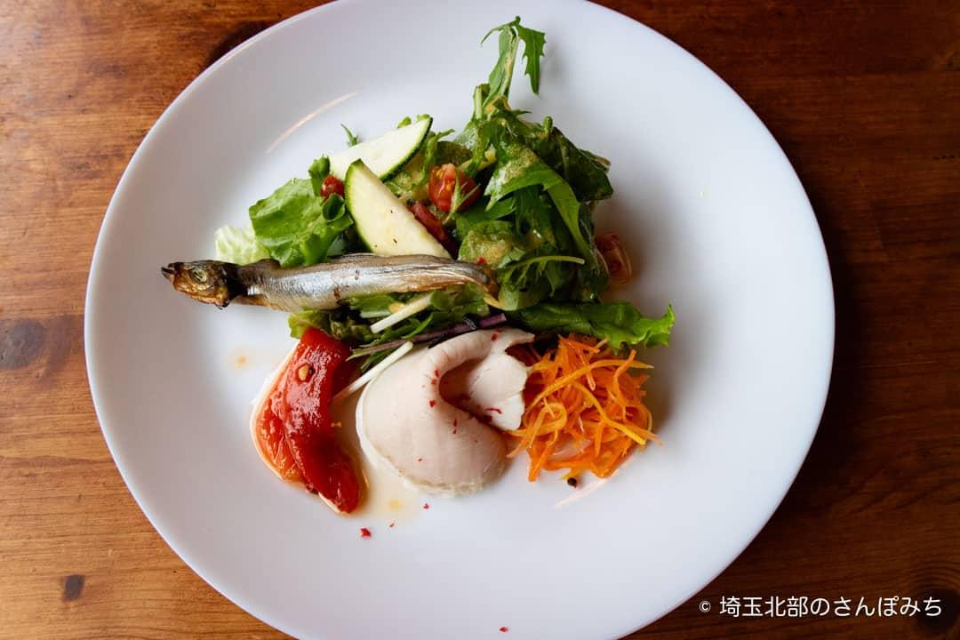 パッツォディピッツァギョウダの前菜サラダ