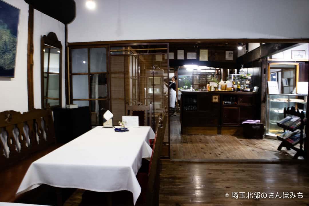 行田カフェ高澤記念館店内