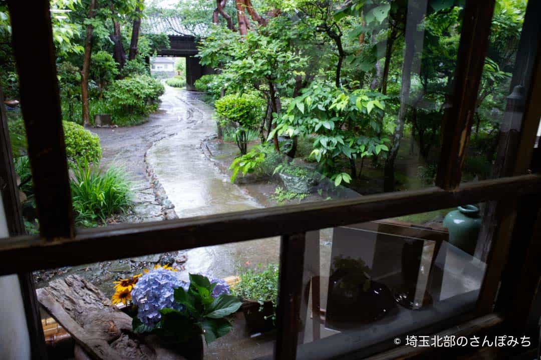 行田カフェ高澤記念館窓側