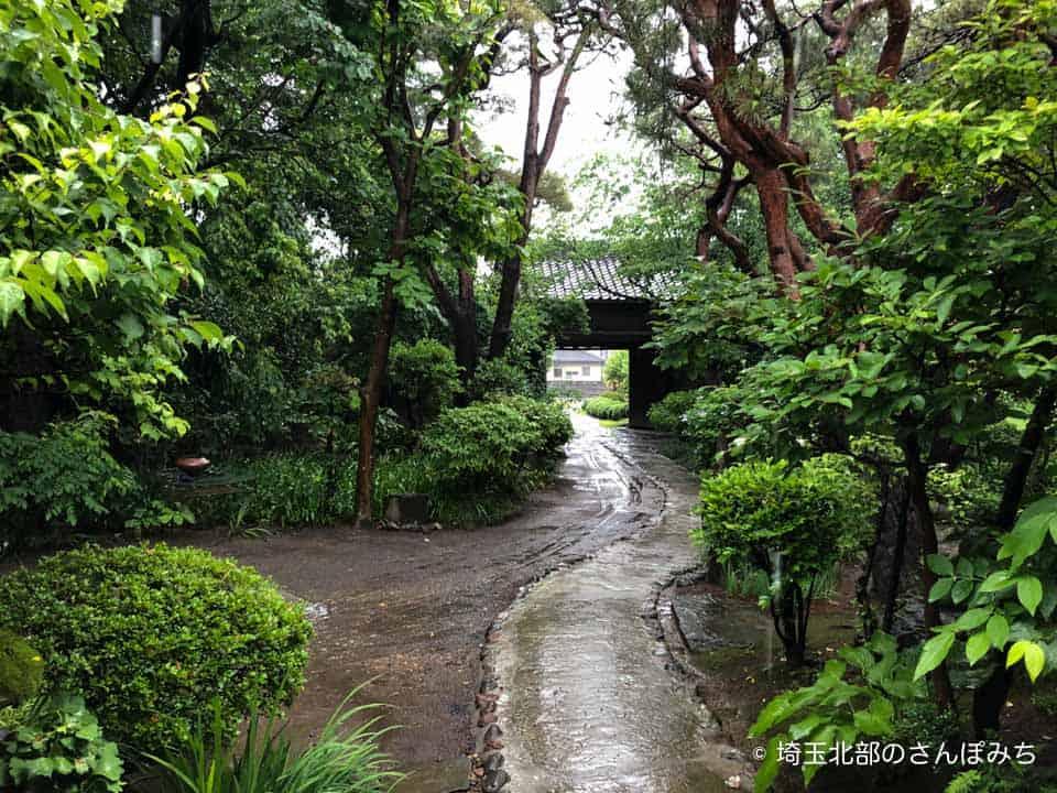 行田カフェ高澤記念館の長屋門