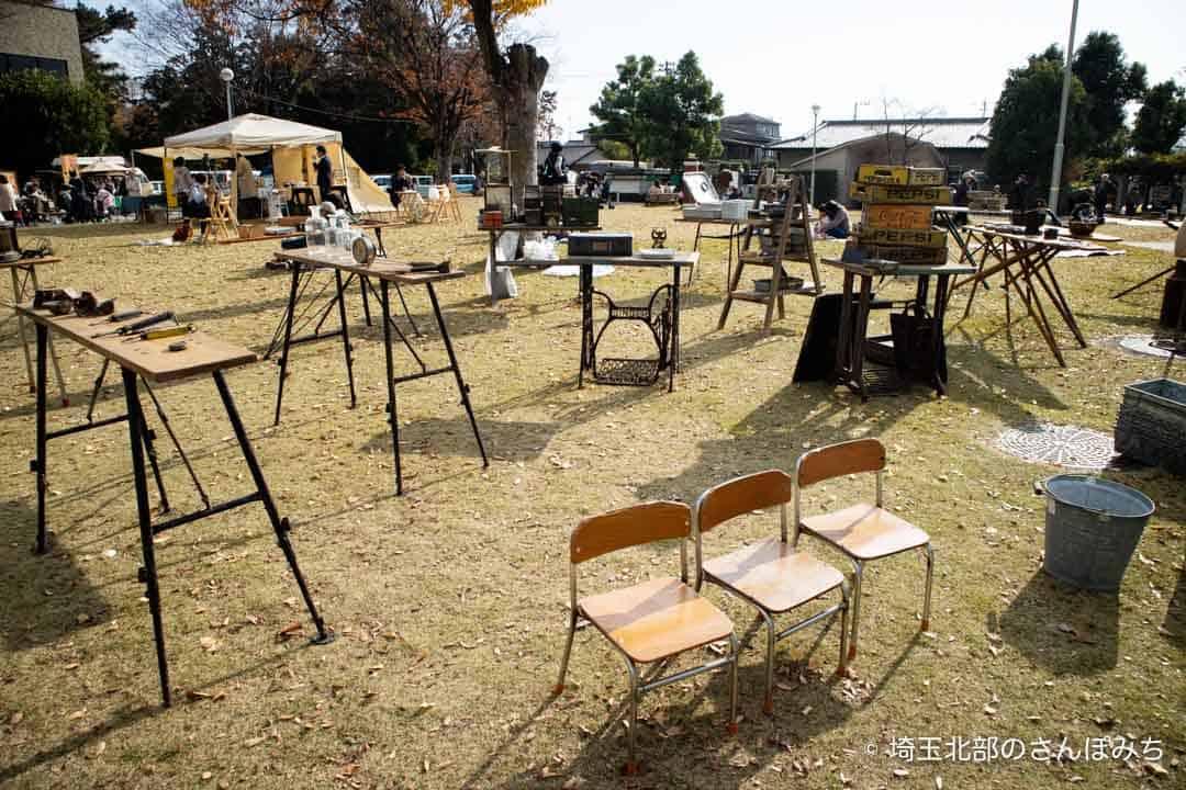 コーヒーと日常会場のアンティーク(深谷城址公園)