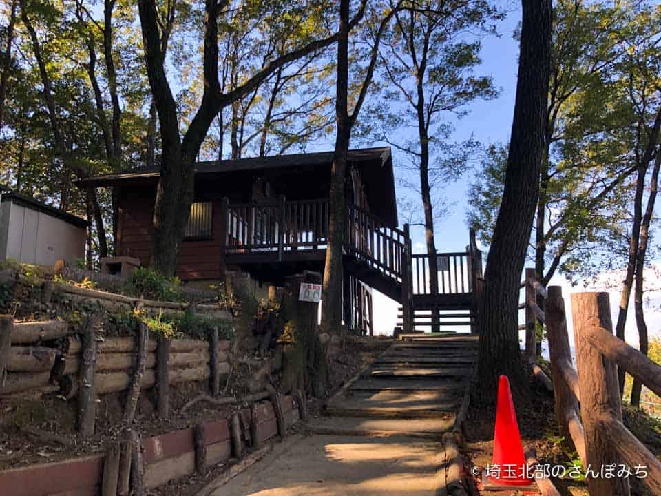 小川町ローラーすべり台への階段