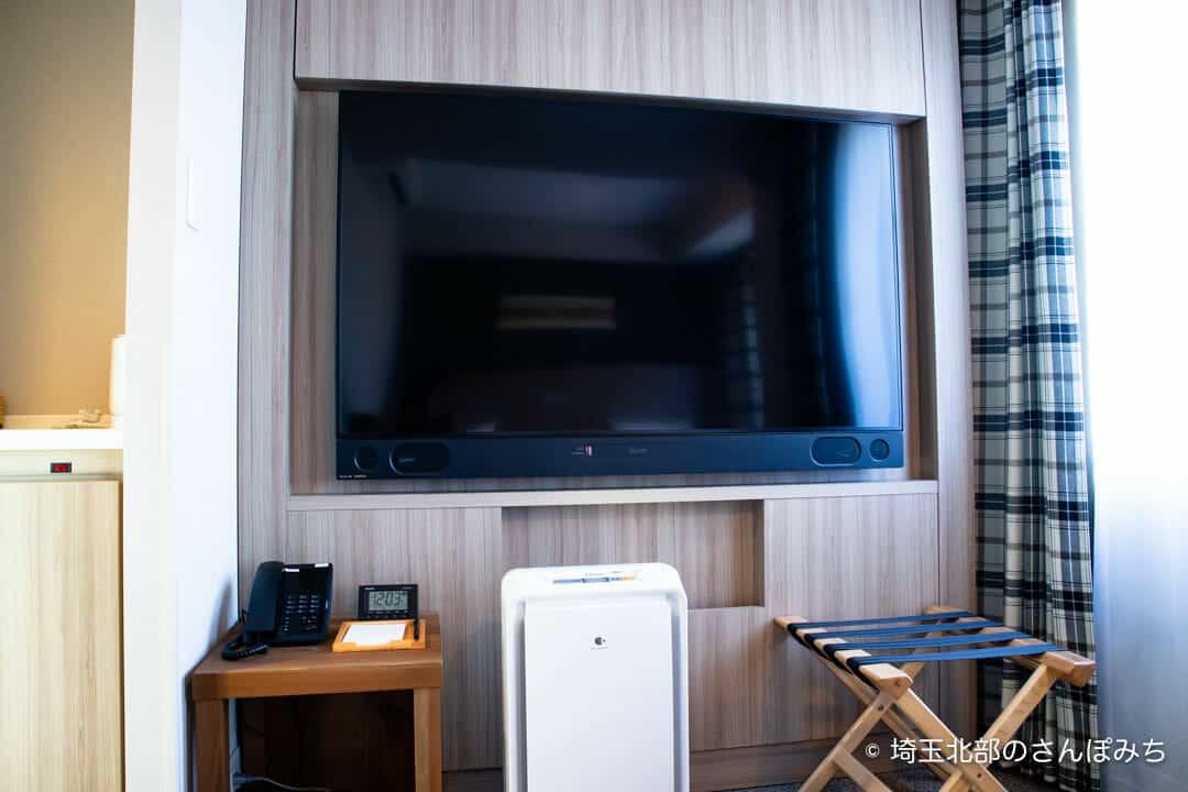 森林ホテルのダブルルームのテレビ
