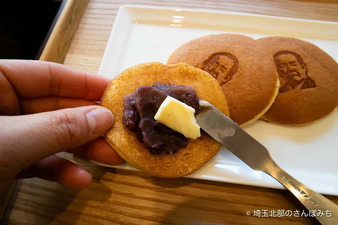 深谷・古伝餡浜岡屋カフェの渋沢栄一どら焼きを作るところ
