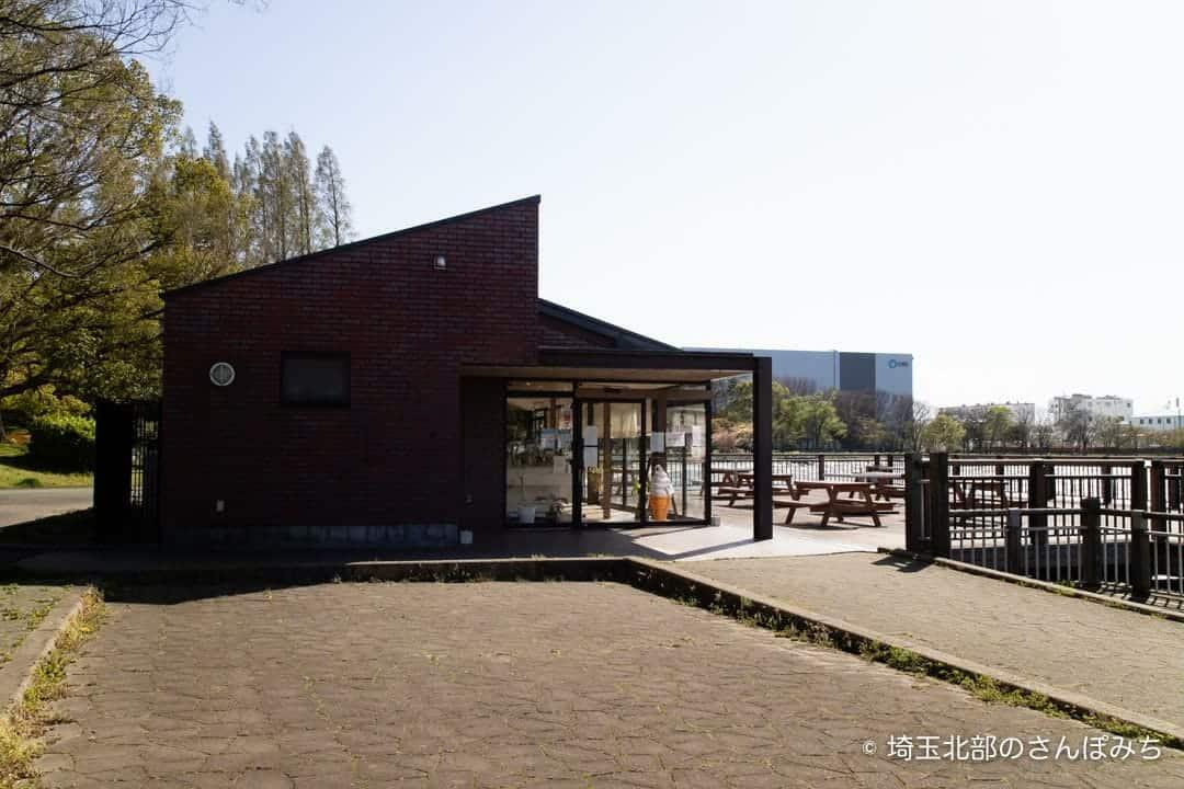 久喜菖蒲公園のカフェビーコン外観