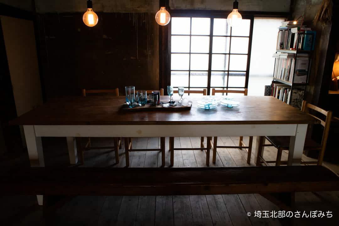 熊谷・ワイズカフェのテーブル席