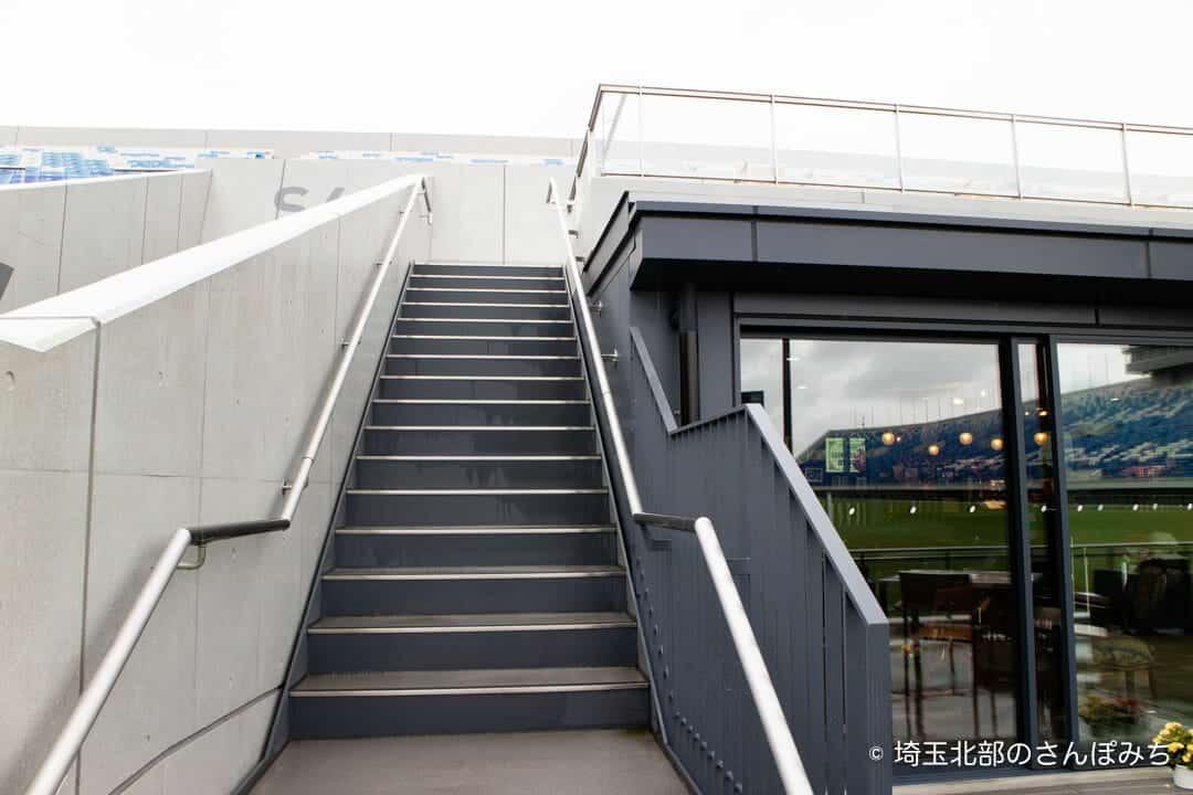 熊谷ラグビー場・キャップラガーズ外の階段