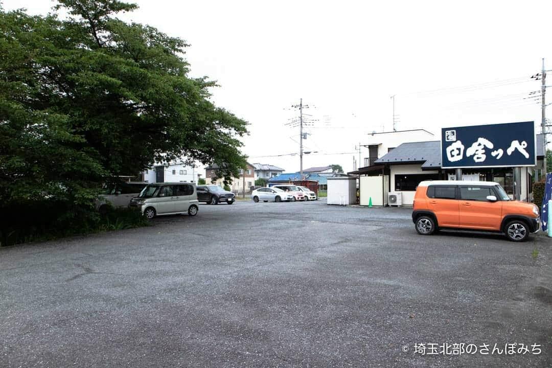 田舎っぺうどん本店の駐車場