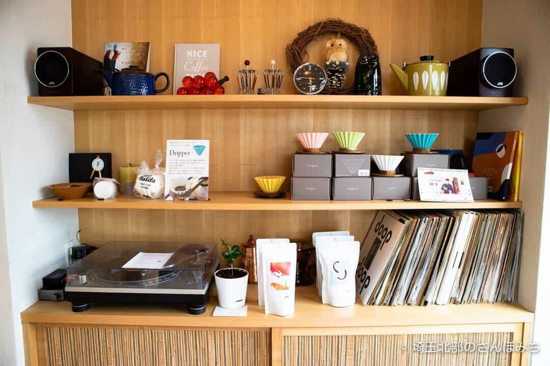 熊谷カフェ・コンサイエンスの棚