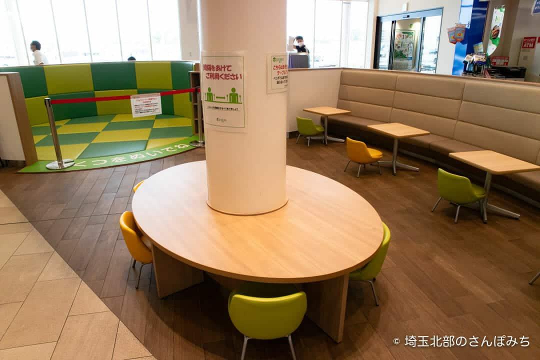 蓮田SA(上り)フードコート子ども用の座席