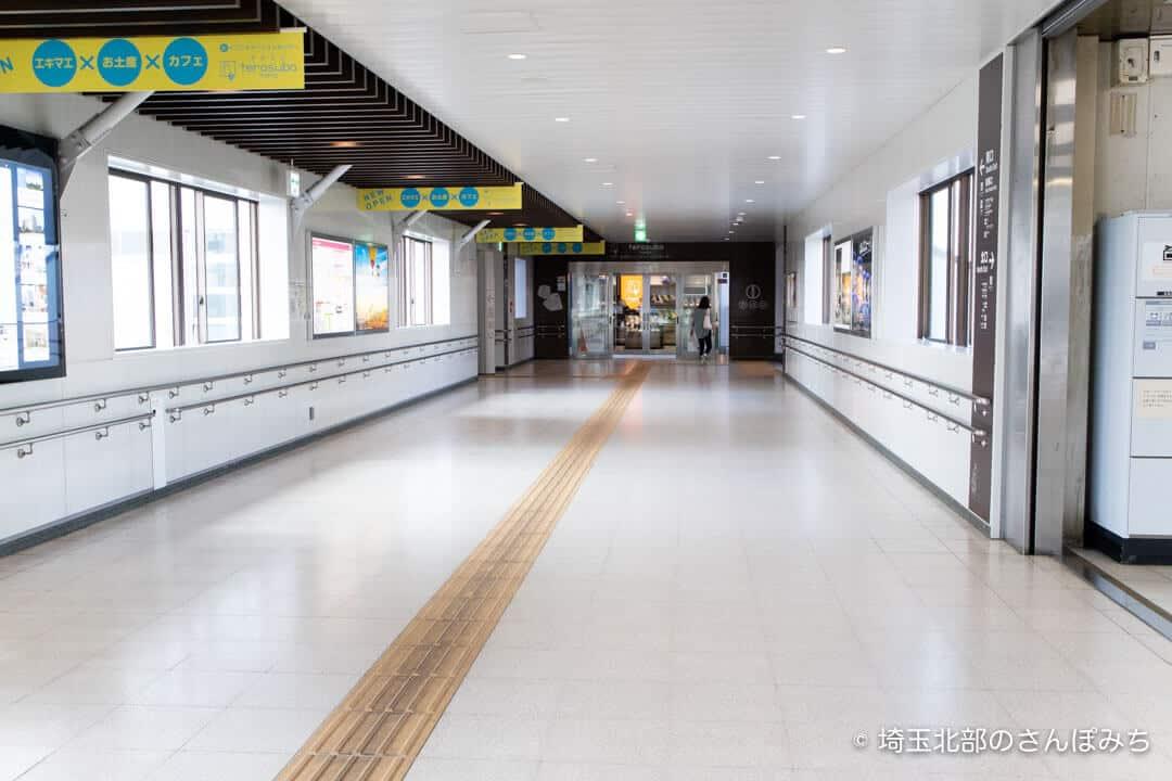 本庄駅南口方面の通路