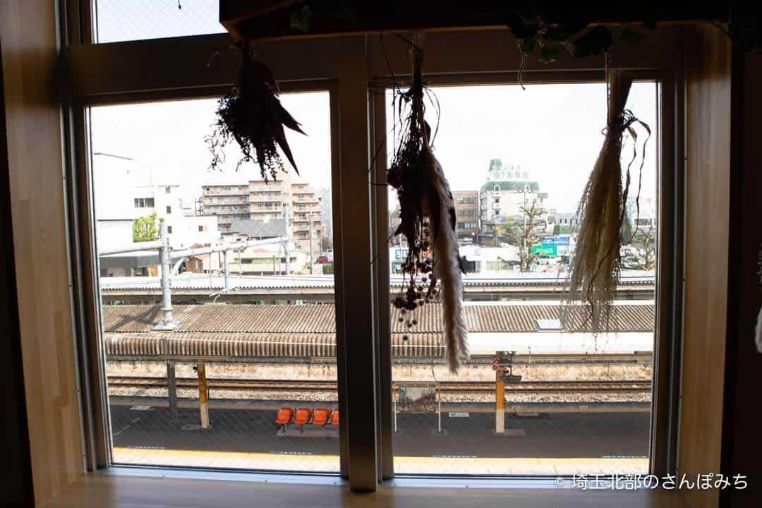 本庄駅カフェ・ステラバから見えるホーム