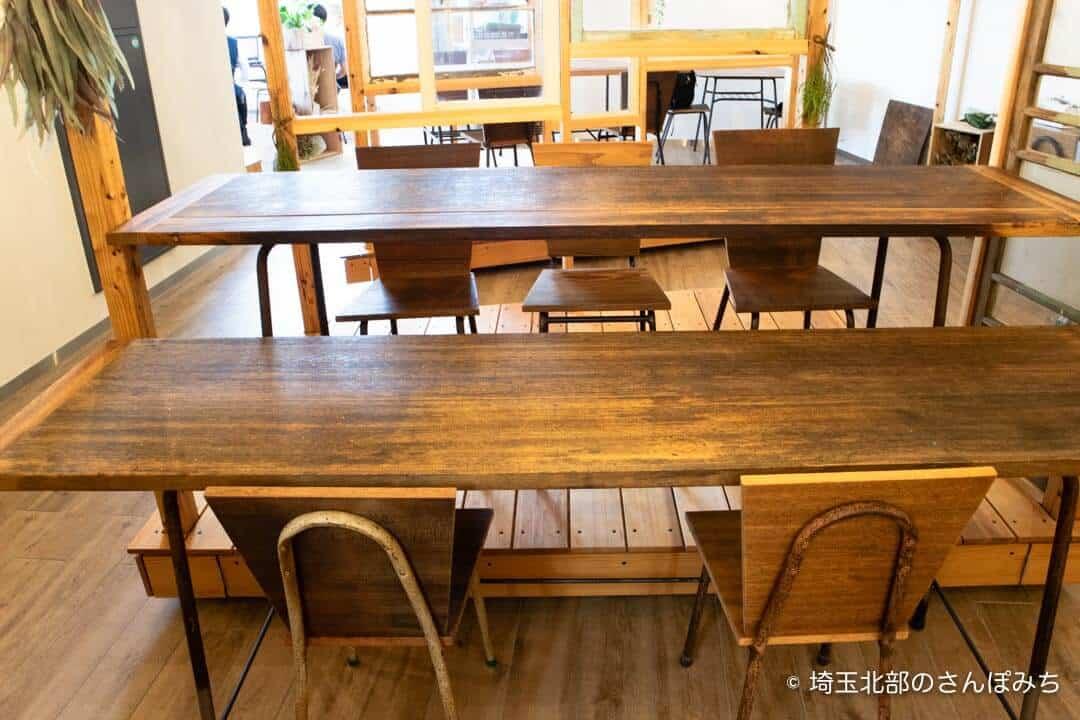 本庄駅カフェ・ステラバのテーブル