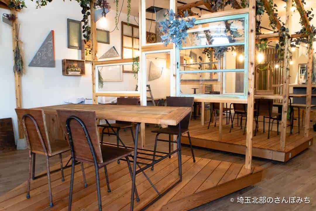 本庄駅カフェ・ステラバの店内