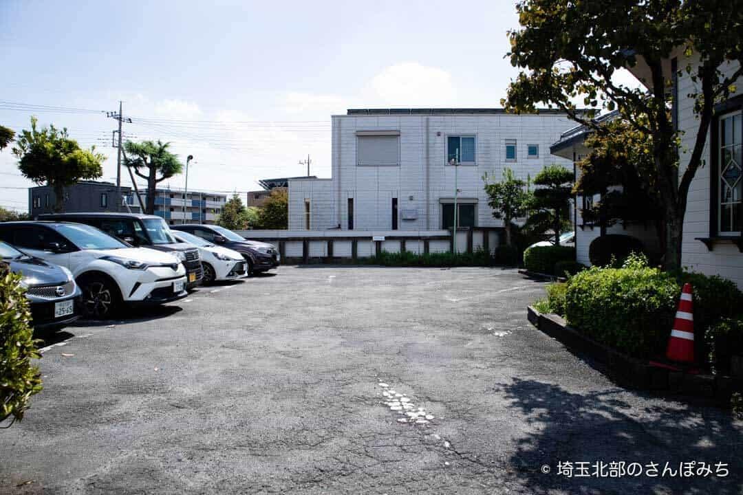 本庄・珈琲工房黒柳(クロヤナギ)の駐車場