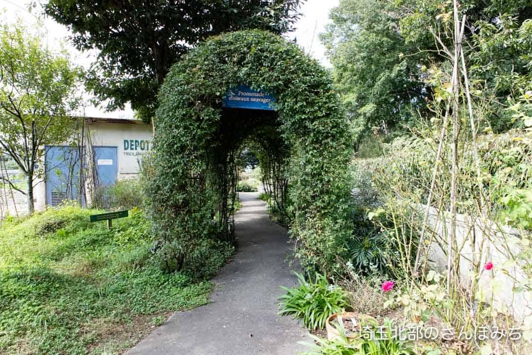 寄居PA(上り)庭園の入口
