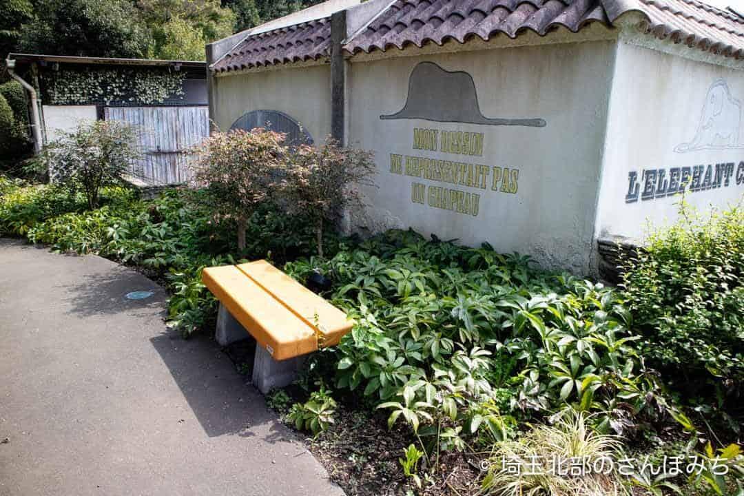 寄居PA(上り)庭園のベンチ