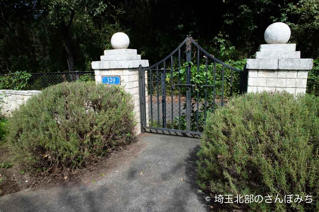 寄居PA(上り)庭園の扉