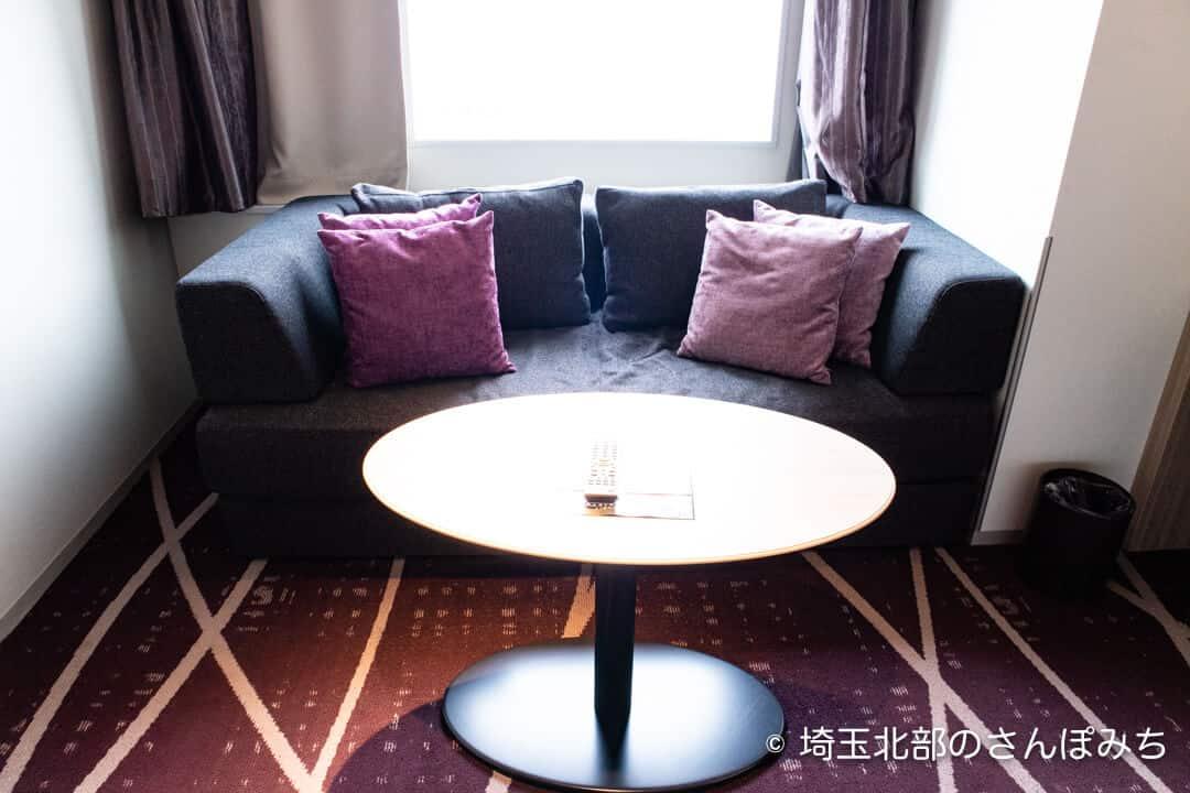 ホテルメトロポリタンさいたま新都心の客室ソファ
