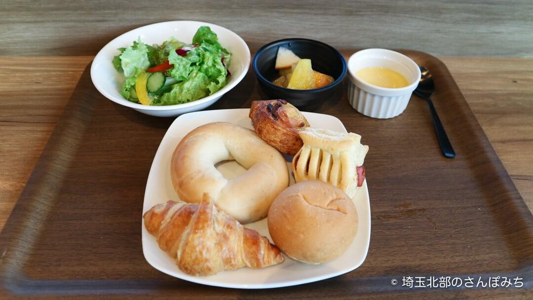 森林ホテル・朝食のパン