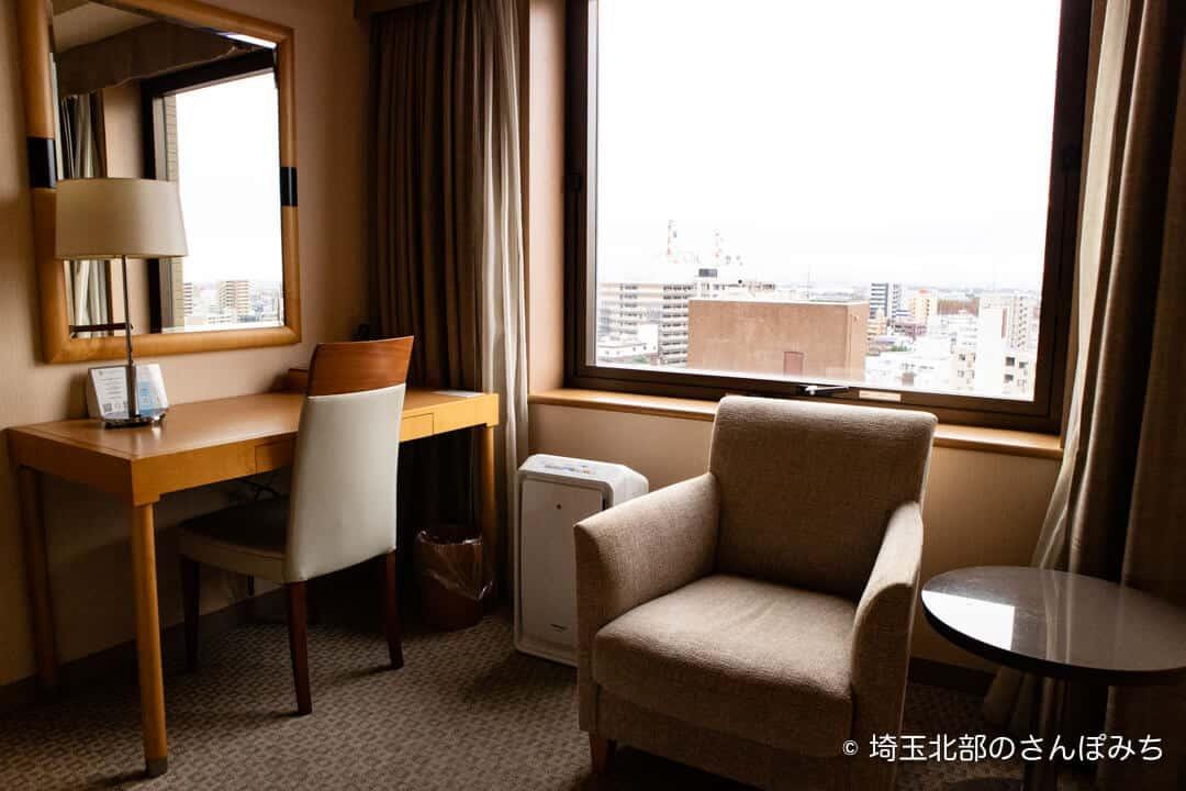 ロイヤルパインズホテル浦和・客室のソファ