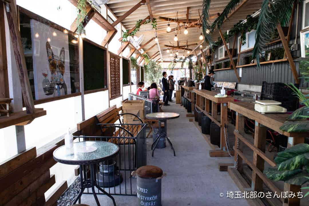 芋屋TATAの店内飲食スペース