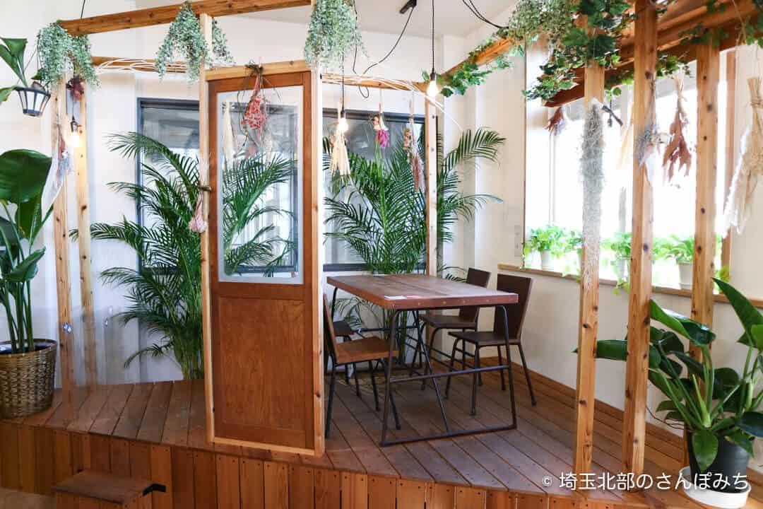 本庄駅カフェ・テラスバの窓側席