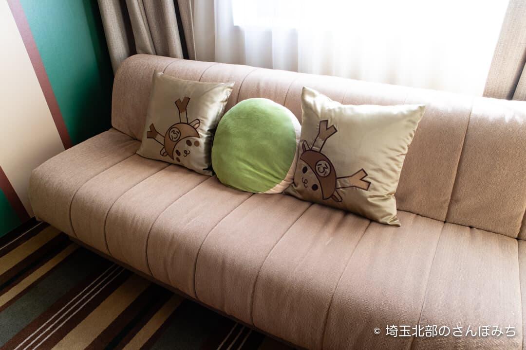 埼玉グランドホテル深谷グランドふっかちゃんルームのソファ