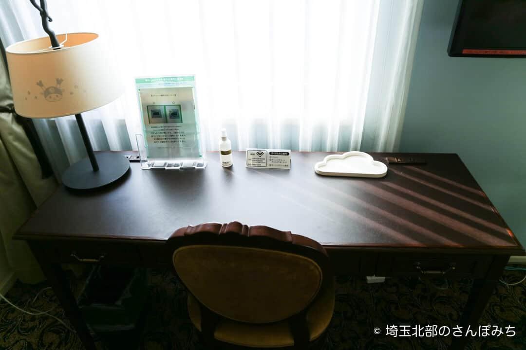 埼玉グランドホテル深谷おやすみふっかちゃんルームのデスク