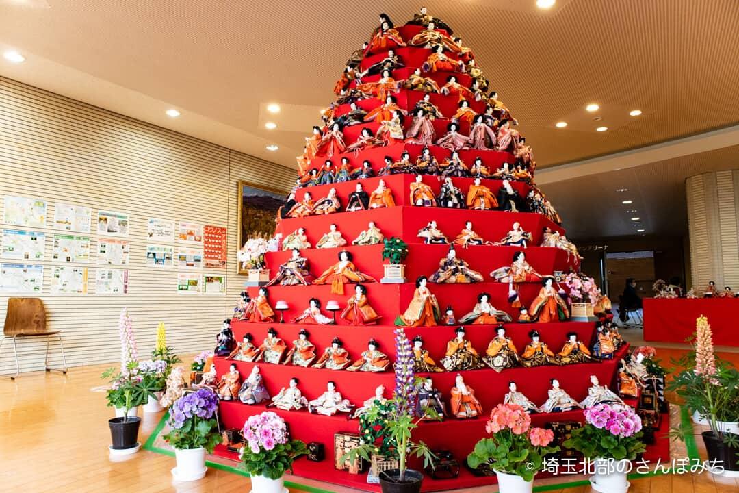 鴻巣びっくりひな祭り・コスモスアリーナふきあげ(八角錐ひな壇)