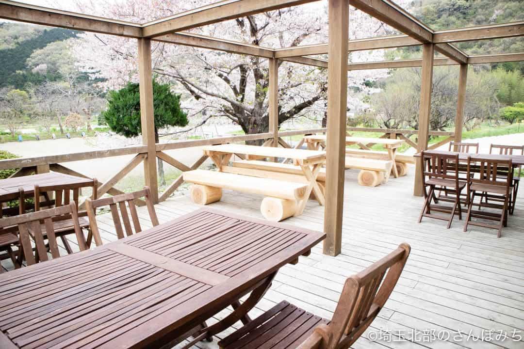 小川町下里分校のカフェ・モザートのテラス席